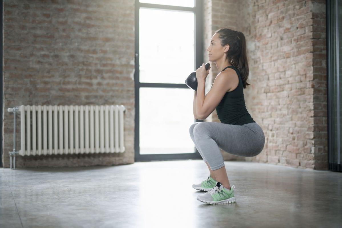 5 động tác tập squat để có đôi chân thon gọn